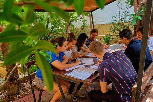 malta-outdoor-class-garden-083c9480